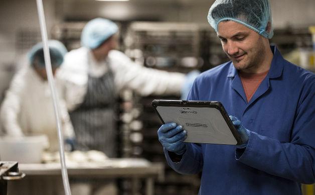 ESISOFTWARE SI AFFIDA A PANASONIC I Toughpad Panasonic utilizzati per le applicazioni dedicate al mondo farmaceutico