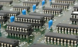 Ecolight e Leroy Merlin hanno raccolto più di 24 tonnellate di rifiuti elettronici con le EcoIsole RAEE. Nuovi posizionamenti ad Agrate (Mb) e Seriate (Bg)